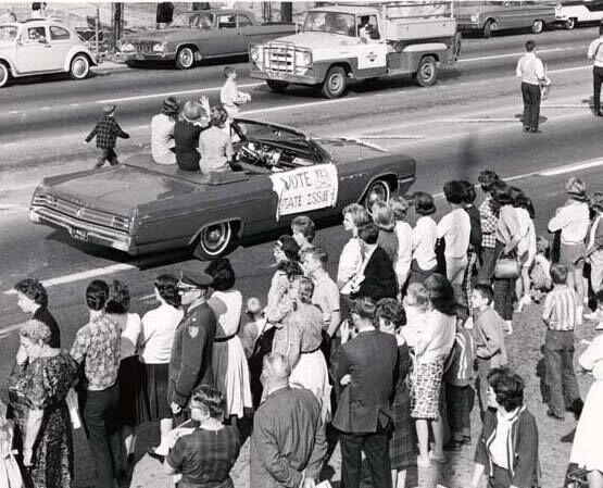 Black and white photo of 1967 Homecoming parade