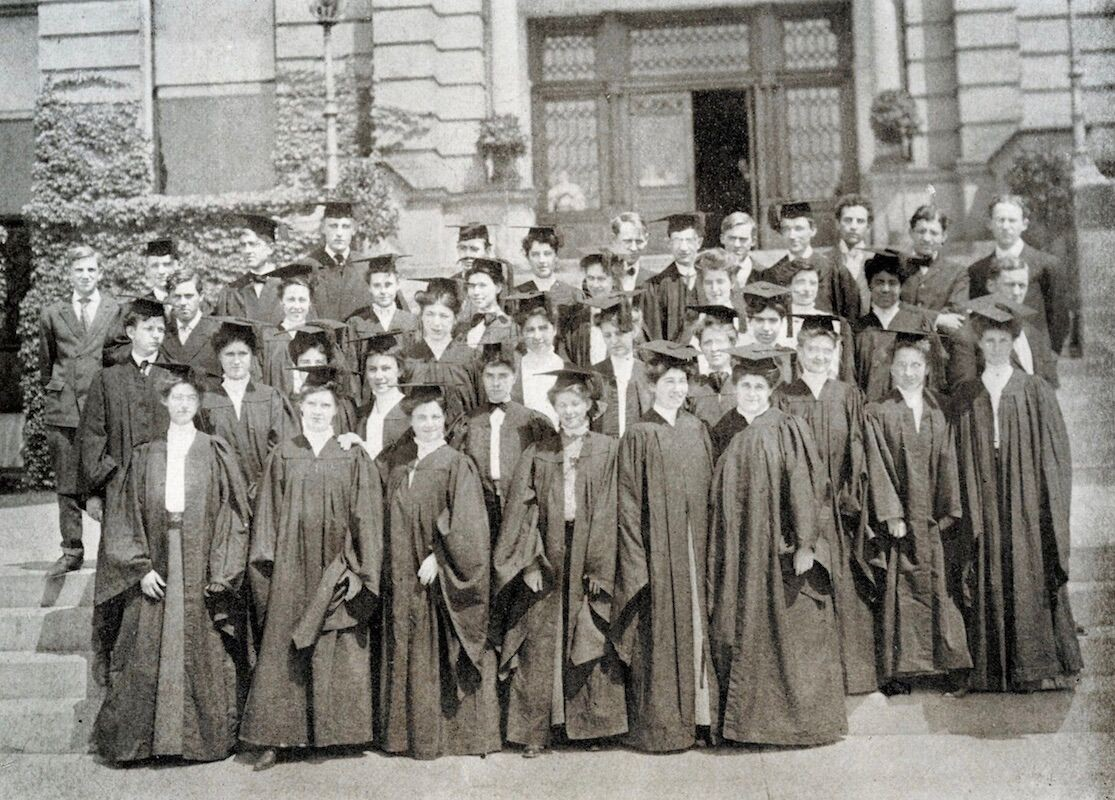 1900s grads in caps and gowns