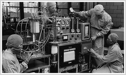 Black and white photo of doctors around the first heart-lung machine