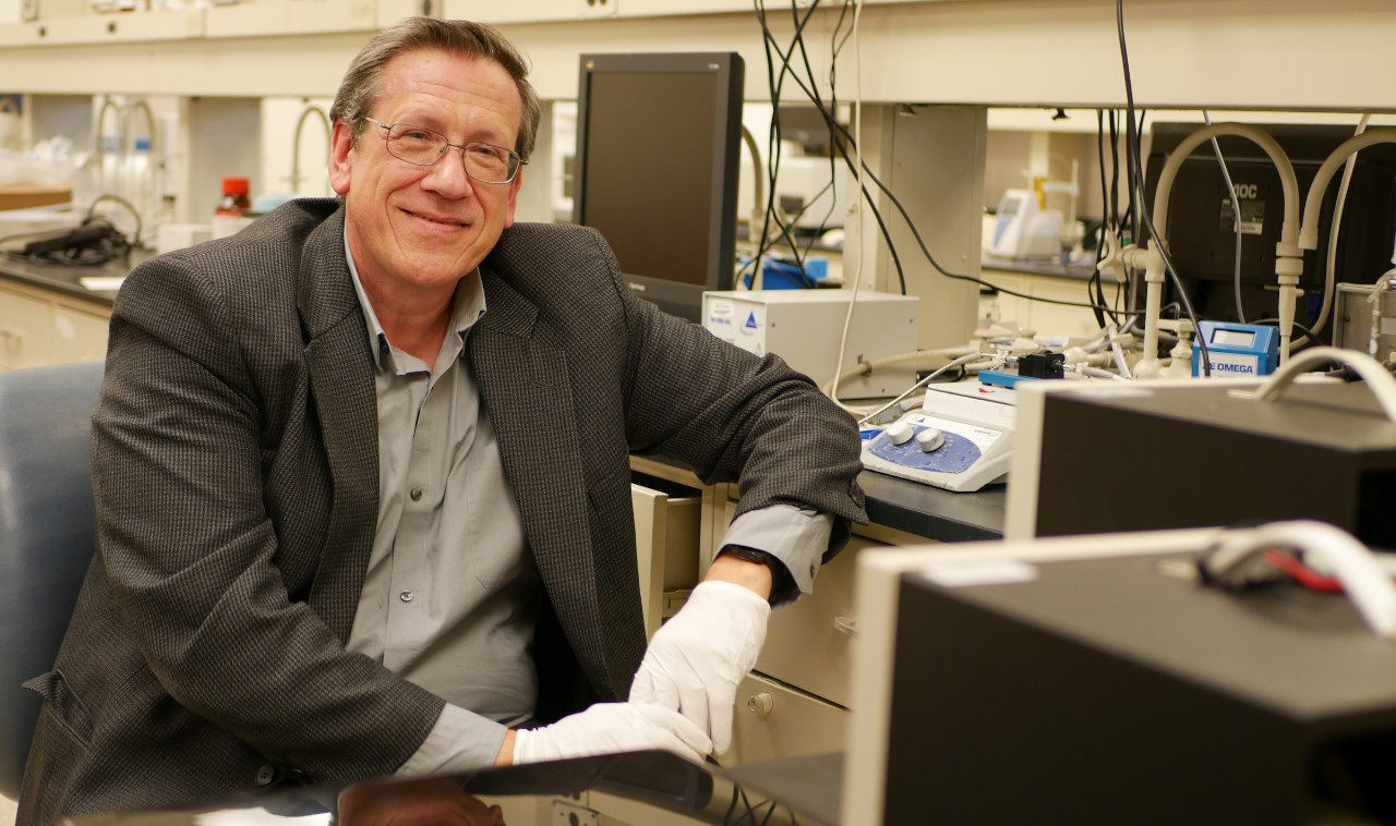 Angelopoulos in lab