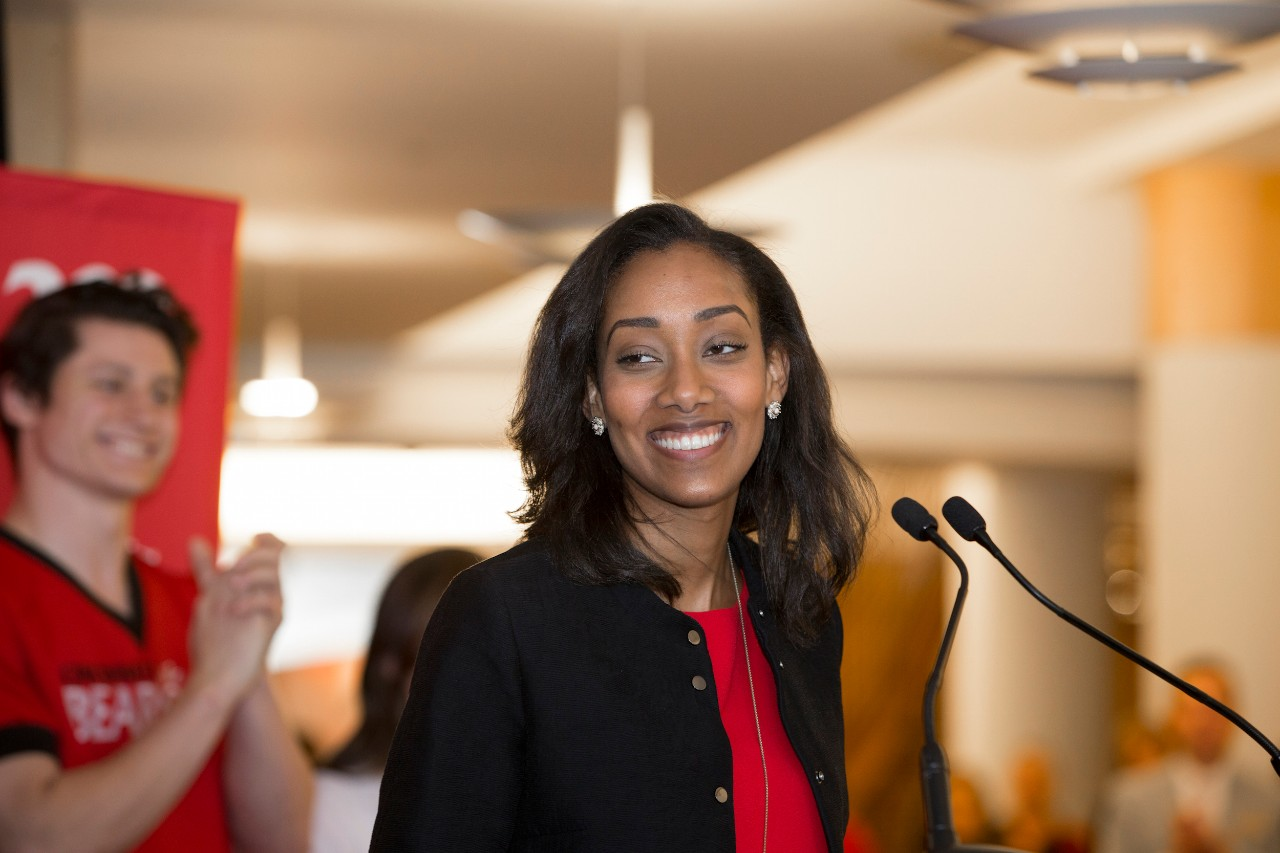Sinna Habteselassie stands at podium on campus.