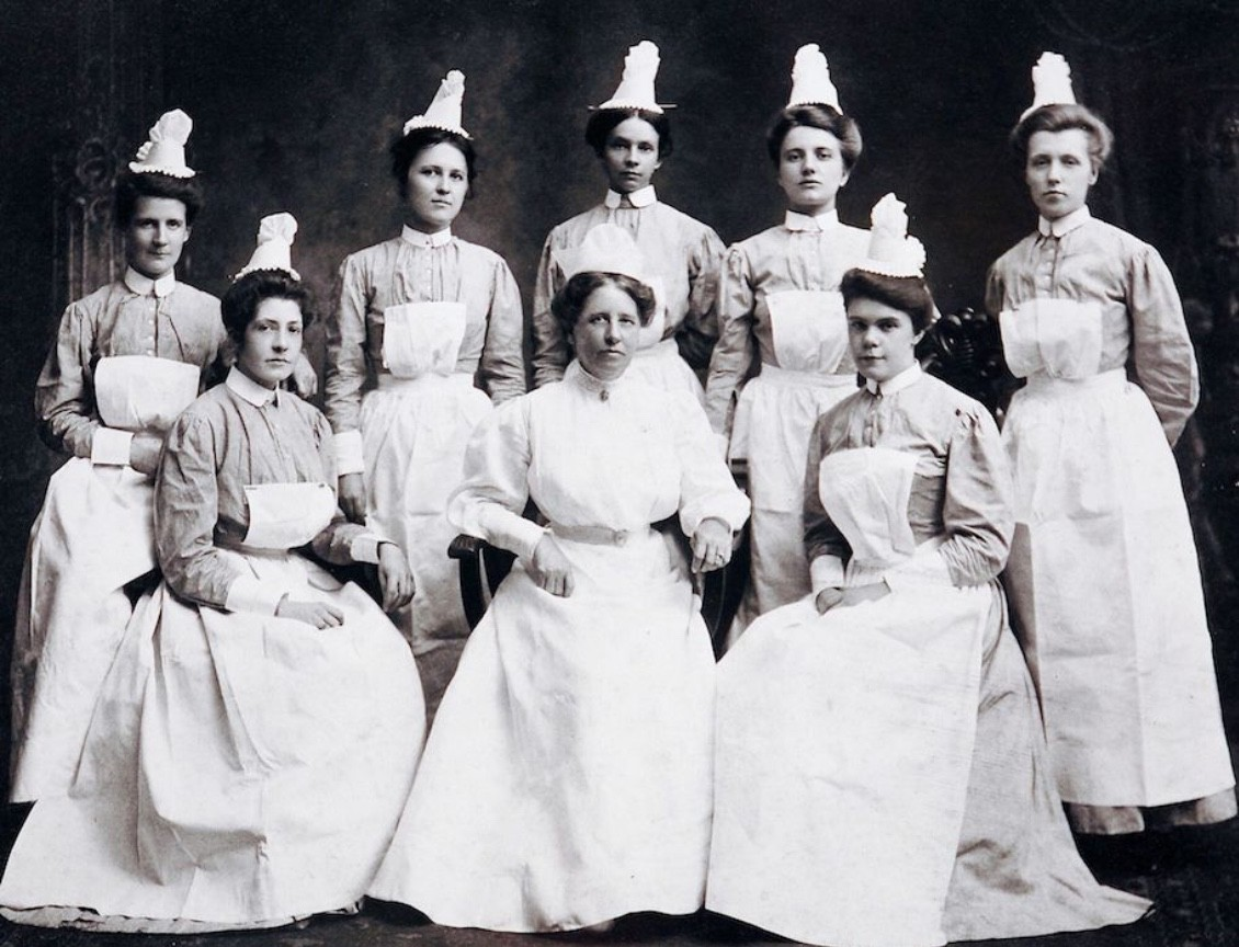 Eight women nurses dressed in medical attire from UC's College of Nursing in 1916