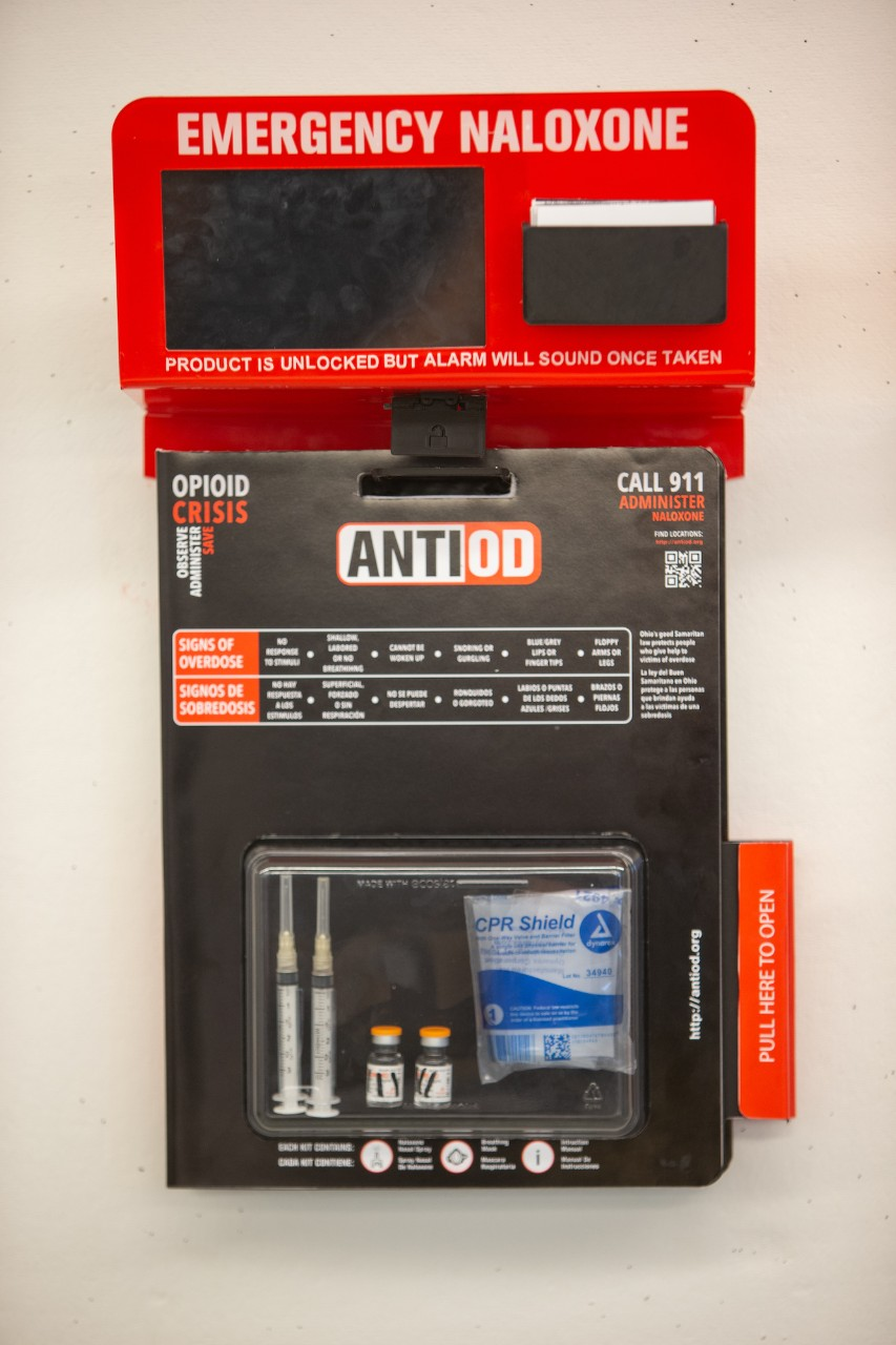 AntiOD naloxone-dispensing device