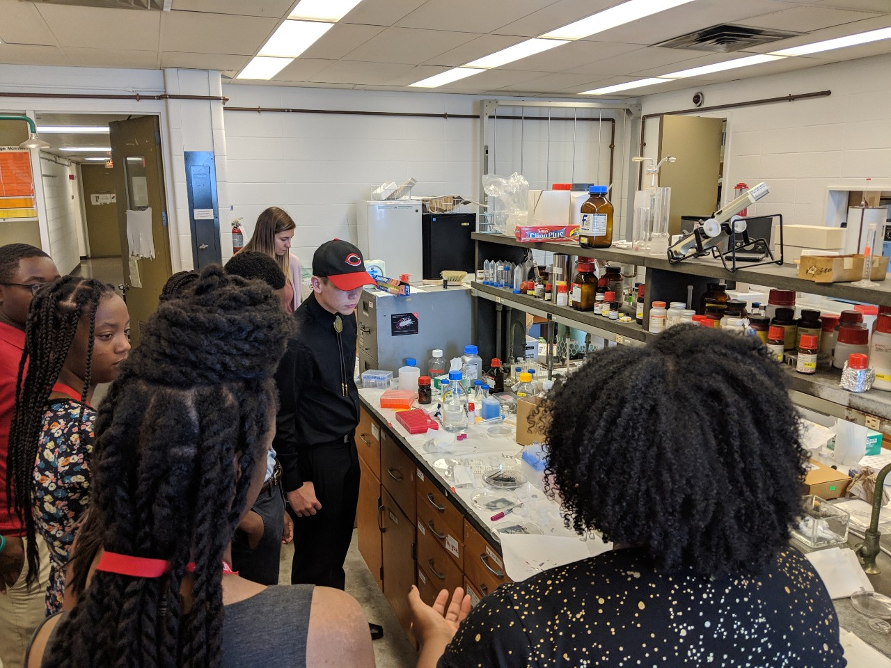High school students observe chemistry projects in a UC chemistry lab.