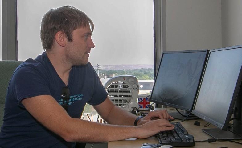 Dieter Vanderelst sits at a computer.