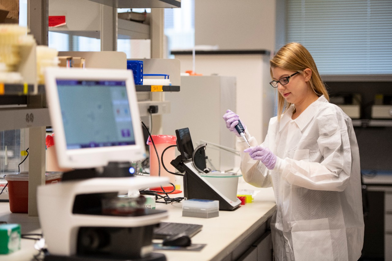 Chloe Elleman shown in a UC College of Medicine lab.