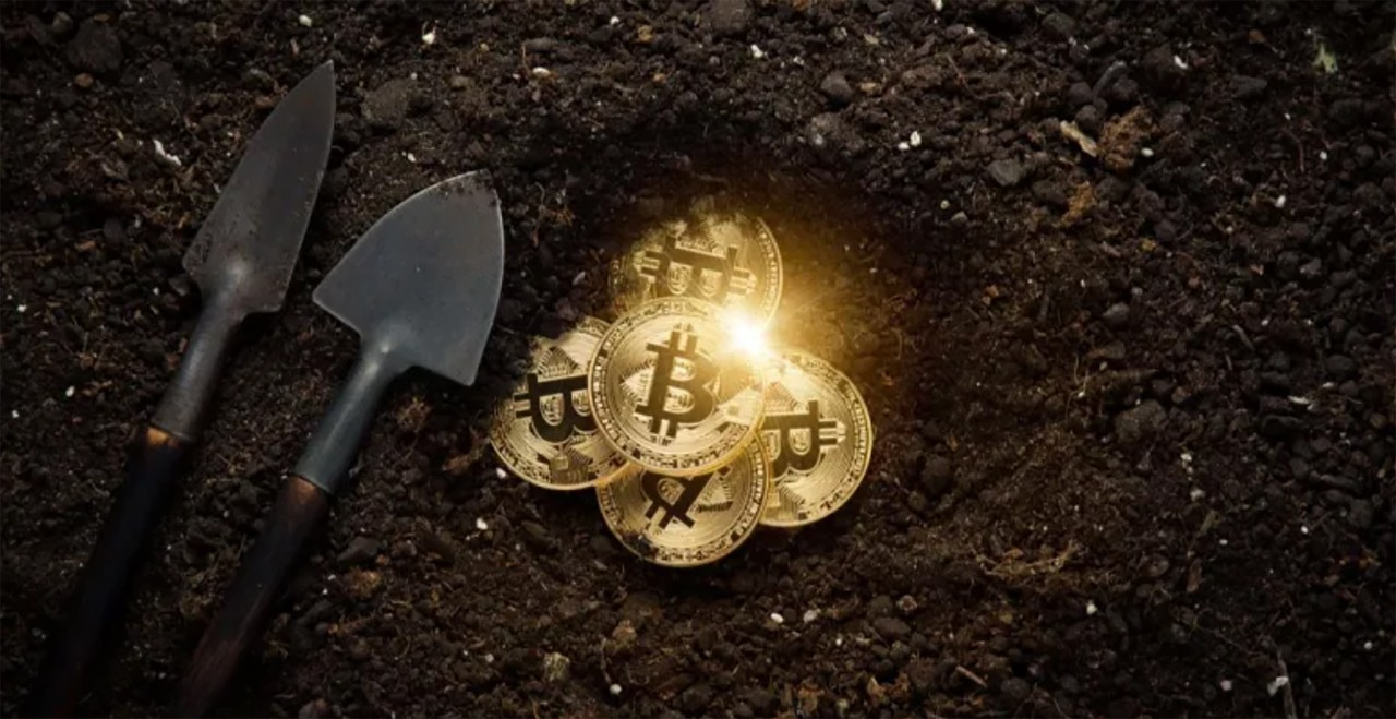 stock image of a shovel and gold coins