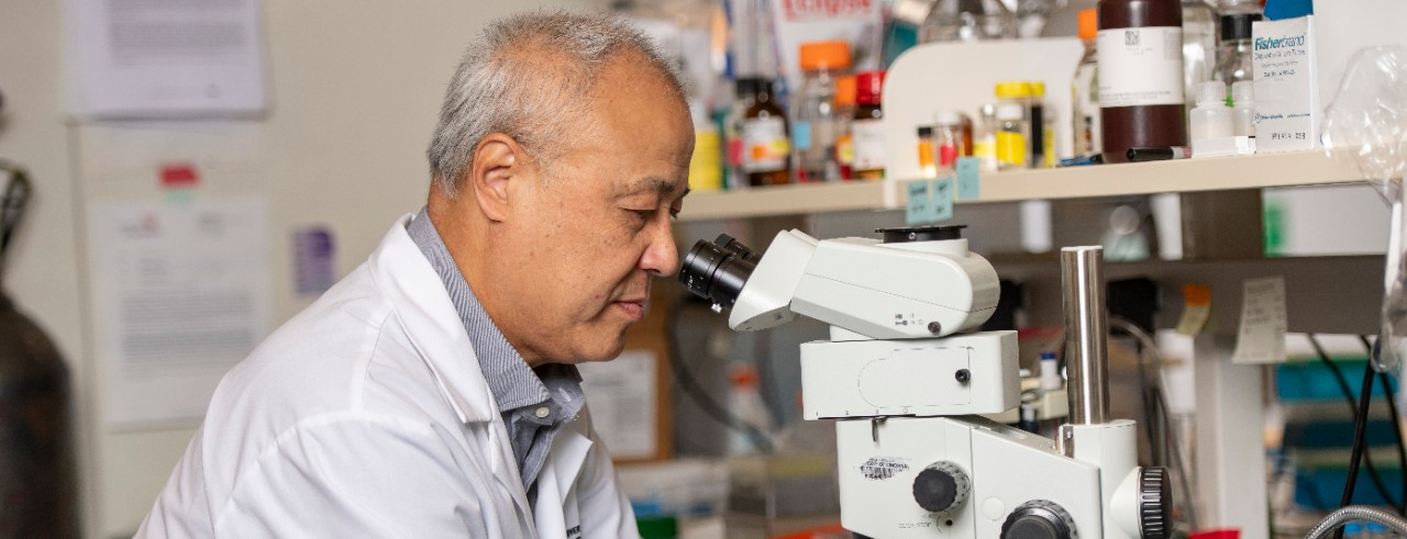 Xiaoyang Qi in his lab