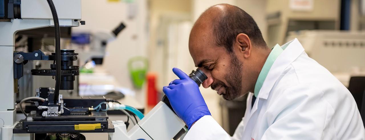 Sakthivel Sadayappan, PhD, in his laboratory.