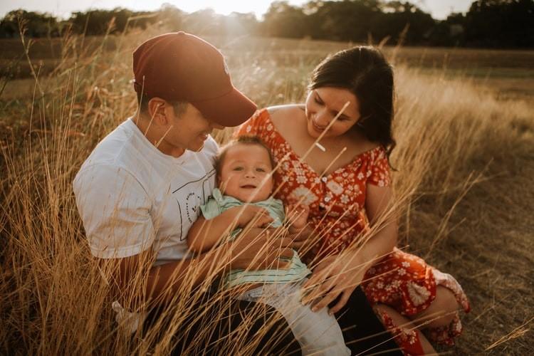 Image of a Latino family