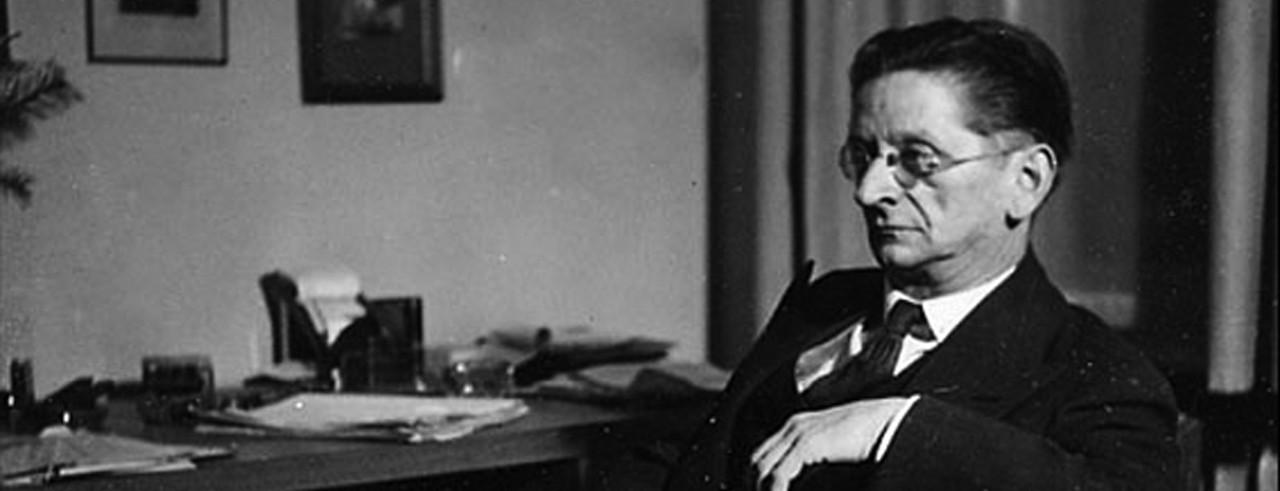 A black and white photograph of composer Alexander Zemlinsky.