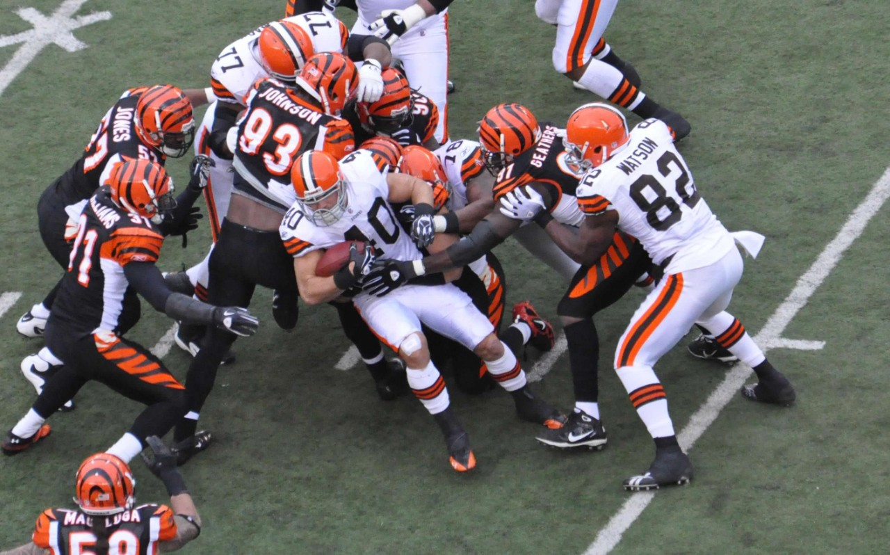 Cleveland Browns' running back Peyton Hillis carries the ball against the Cincinnati Bengals.