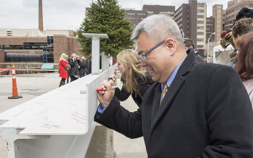 Joseph Cheng, MD, Frank H. Mayfield Chair and professor, Department of Neurological Surgery, signs the final beam of the UC Gardner Neuroscience Institute.